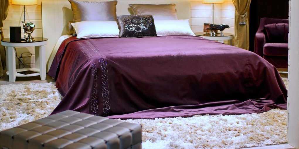 how to keep silk sheets on bed